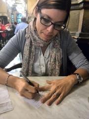 Improvisando el guión en las servilletas del Café Iruña, dejándonos llevar por el espíritu de Hemingway.